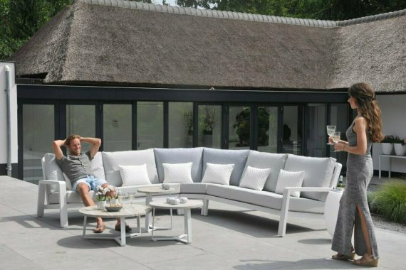 The Life Boston Garden furniture corner Set is a stunning addition to any garden