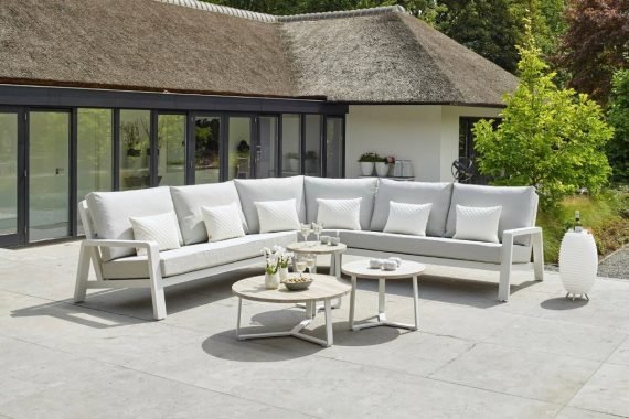 The Life Boston Garden corner Set is a stunning addition to any garden